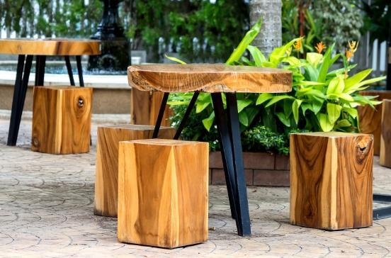 Table et tabouret en bois sur mesure