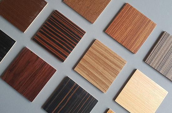 Différentes couleurs et types de bois