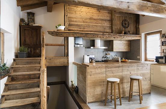 Intérieur d'une maison sur mesure en bois